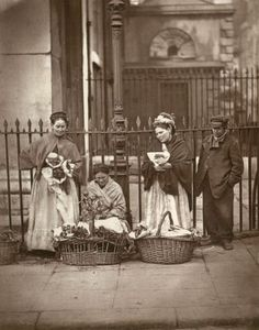 vintage everyday: Old Pictures of London in Victorian Era. Victorian flower sellers at Covent Garden. Victorian London, Victorian Street, Victorian Life, Vintage London, Old London, Victorian History, Victorian Women, Tudor History, East London