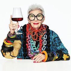 Iris Apfel Beak Carafe by Tomas Kral for Nude Glass – Amusespot 50 Y Fabuloso, Advanced Style, Costume Institute, Celine Dion, Blake Lively, Mode Style, Lady Gaga, Put On, Jennifer Lopez
