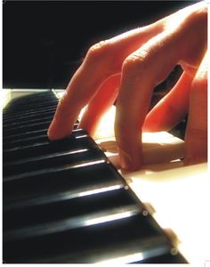 Learn To Play Piano - A Complete Beginners Guide.Intro: 7 Steps to Learn How to Play Piano. The Piano, Easy Piano Sheet Music, Piano Music, Music Books, Music Chords, Music Music, Music Lesson Plans, Music Lessons, Beginner Piano Lessons