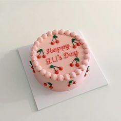 "Instagram의 수원케이크주문 / 이에우님: ""#이에우#이에우케이크 - - 문의/상담은 프로필을 참고해 주세요 (DM, 전화, 방문상담 불가) - 답변 소요시간은 최대 3일(휴무일제외)까지 걸릴 수 있습니다. 시간 간격을 두고 여러개의 톡을 보내시면 순서가 밀리오니 문의사항을 한번에 정리하여…"" Pretty Birthday Cakes, Pretty Cakes, Cute Cakes, Beautiful Cakes, Yummy Cakes, Mini Cakes, Cupcake Cakes, Korean Cake, Cute Baking"