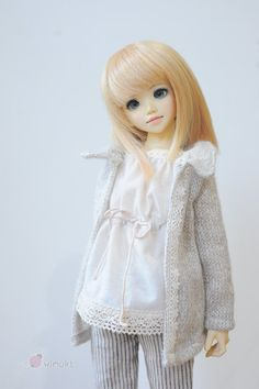 one set included - Knit coat. - inner top sleeveless. - Pants  Only 2 set available and its special price. ^_^