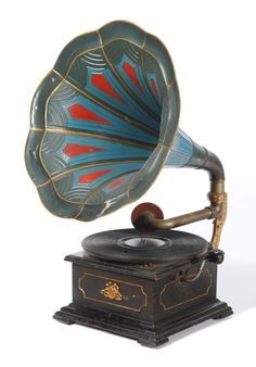 Wooden Table Top Horn Gramophone - perfect for the living room!