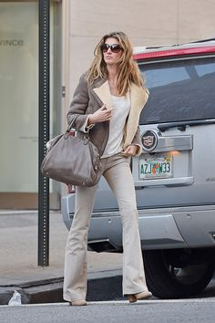 Gisele Bündchen Transitions into Spring: Why Neutrals Are All You Need Now – Vogue #biggiselefan
