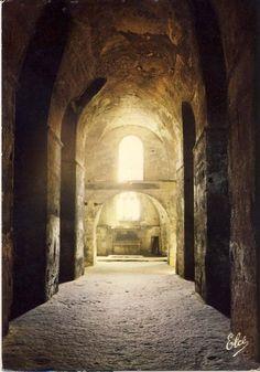 Saint Emilion, L'église Monolithe Ou Souterraine, La Nef Centrale Avec Les Autels De Façade