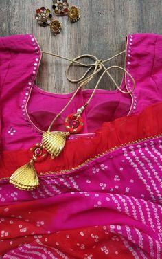 Elegant Designer Sarees for the Modern Day Indian Woman Sari Blouse Designs, Saree Blouse Patterns, Designer Blouse Patterns, Simple Sarees, Trendy Sarees, Lehriya Saree, South Indian Bride Saree, Bandhini Saree, Stylish Blouse Design