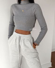 trendy outfits for school / trendy outfits ; trendy outfits for school ; trendy outfits for summer ; trendy outfits for women ; Cute Comfy Outfits, Lazy Outfits, Teen Fashion Outfits, Teenager Outfits, Mode Outfits, Stylish Outfits, Cute Outfits For School, Fall Fashion, Outfits With Sweatpants