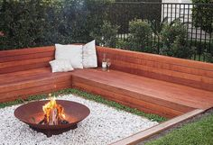 Amazing Outdoor Fire Pit Ideas to Have the Ultimate Backyard getaway! Amazing Outdoor Fire Pit Ideas to Have the Ultimate Backyard getaway! Sunken Fire Pits, Diy Fire Pit, Fire Pit Backyard, Backyard Patio, Backyard Ideas, Backyard Landscaping, Fire Pit In Garden, Fire Pit In Deck, Patio Ideas