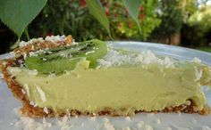 KEY LIME PIE For basic nut crust: c. raw almonds 1 c. raw walnuts 10 medjool dates c. pitted and packed down) Pinch of salt For pie filling: c. fresh squeezed lime juice 1 c. avocados c. Raw Dessert Recipes, Raw Vegan Desserts, Raw Vegan Recipes, Vegan Sweets, Healthy Sweets, Just Desserts, Vegan Raw, Healthy Food, Key Lime Pie