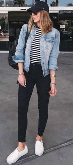 casual outfit with a denim jacket: pocket striped top .- lässiges outfit mit einer jeansjacke: tasche gestreiftes top schwarze skinny je… casual outfit with a denim jacket: pocket striped top black skinny jeans sneakers – - Mode Outfits, Fall Outfits, Spring Outfits Travel, Best Outfits, Sneaker Outfits Women, Jeans And Sneakers Outfit, Sneakers Style, Sneakers Fashion Outfits, Womens Jeans Outfits