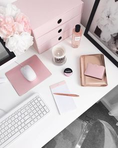 I don't think I'll ever grow out of my blush obsession 😍 #desklifebliss #homeoffice #workspace #workfromhome…