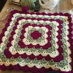Discover thousands of images about Crochet Beautiful Shells Blanket - free pattern Motifs Afghans, Crochet Motifs, Crochet Blocks, Afghan Crochet Patterns, Crochet Squares, Crochet Stitches, Free Crochet, Crochet Afghans, Granny Squares