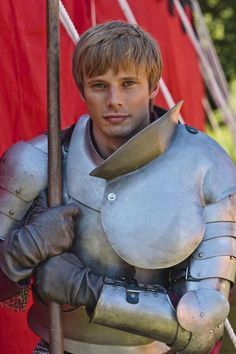 Bradley James (Arthur)