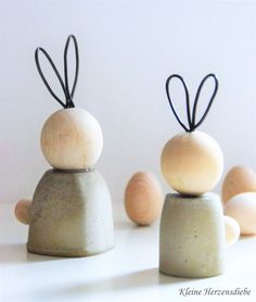 Osterdeko & Ostergeschenke selber machen Concrete rabbits for Easter Shopping Tips For Furniture For Easter Gift, Easter Crafts, Happy Easter, Easter Table, Easter Eggs, Decor Scandinavian, Diy Crafts To Do, About Easter, Diy Ostern