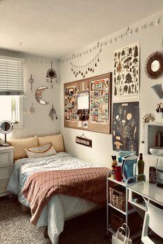 Dorm Room Walls, Cute Dorm Rooms, Room Ideas Bedroom, Small Room Bedroom, Small Rooms, College Dorm Rooms, Bedroom Decor, Room Decor Bedroom, Dorm Room Designs