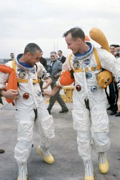Gus Grissom and Ed White - Marie T. - Gus Grissom and Ed White Gus Grissom and Ed White - Nasa Missions, Moon Missions, Apollo Missions, Astronauts In Space, Nasa Astronauts, Nasa Space Center, Gus Grissom, Soyuz Spacecraft, Apollo 11 Moon Landing