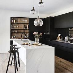 Trendy Kitchen Ideas Decoration Wall Home Decor Interior Design Cuisines Diy, Cuisines Design, Black Kitchens, Cool Kitchens, Kitchen Black, Bedroom Light Fixtures, Contemporary Kitchen Design, Design Kitchen, Modern Contemporary