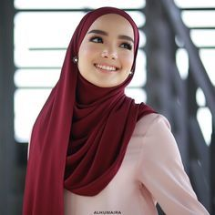 "601 Likes, 5 Comments - Malaysia's Best Hijab Brand (@alhumairacontemporary) on Instagram: ""Semestinya shawl panjang begini memang best sebab anda boleh gayakan pelbagai jenis style yang anda…"""