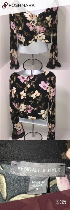 """Kendall & Kylie Floral Long sleeve Crop Top Small Kendall & Kylie Size Small Approximate Measurements Laying Flat  Bust 30"""" Sleeve 23"""" Length Backside from top of collar 15"""" Good Used Condition  Floral Crop Top Kendall & Kylie Tops Crop Tops"""