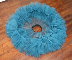 A guide for sewing a 50'ies style petticoat.Materials:15-18 m tulle (135 cm wide)4 rolls of sewing thread for the overlockerSewing thread for the sewing machineAppr....