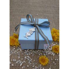 Μπομπονιέρα αγόρι. Μπομπονιέρες βάπτισης αγόρι κουτί καρώ σιέλ με μεταλλικό πρίγκηπα Gift Wrapping, Gifts, Gift Wrapping Paper, Presents, Wrapping Gifts, Favors, Gift Packaging, Gift