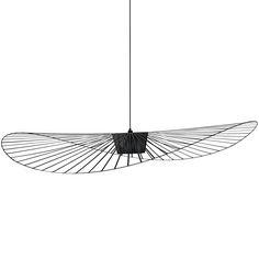 Suspension grand modèle coloris noir composée d'une structure en fer, fibre de verreet polyuréthane et d'un câble électrique en tissu noir.