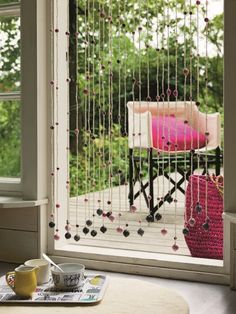 Crocheted door curtain Home Office Design, House Design, Cd Diy, Bohemian Curtains, Pelmets, Crochet Home Decor, Door Curtains, Clever Design, Yarn Projects