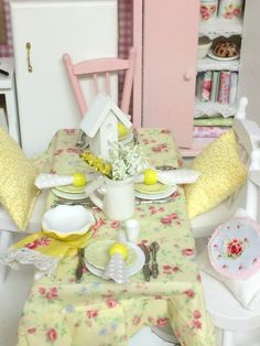 Cottage Style Dollhouse tablesetting,  Table   and Chairs
