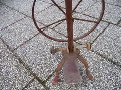 Eisen Spinnrad extrem selten! August Mayer Lübeck ist der Hersteller mit Fuß pedal Antrieb und...,Eisen Spinnrad extrem selten in Hessen - Bad Zwesten