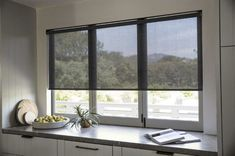 Spend your time indoors comfortably with our fade-free Solar Shades. This tastefully minimalistic design reduces glare and heat by diffusing bright sunlight in your home's most sun-drenched spaces. Blinds For Windows Living Rooms, House Blinds, Shades For Windows, Modern Window Shades, Modern Blinds, Cortina Roller Black Out, Blinds For Bifold Doors, Sliding Doors, Kitchen Window Blinds