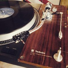 Everybody loves vinyl.. And good turntables!!! #vintage #technics #sl110