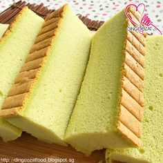 This cake is commonly known as Ogura cake. It's actually similar to sponge cake and chiffon cake but the texture is more moist du. Pandan Chiffon Cake, Pandan Cake, Ogura Cake, Resep Cake, Resep Sponge Cake, Baking Recipes, Dessert Recipes, Cotton Cake, Light Cakes