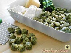 Gnocchi di ricotta e spinaci, ricetta base, con questo articolo parto dalla preparazione dell'impasto: spinaci ricotta parmigiano danno vita a questi gnocchi.