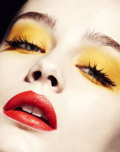 Try one of these chic ways to wear yellow eye makeup. Try one of these chic ways to wear yellow eye makeup. Love Makeup, Beauty Makeup, Makeup Looks, Hair Makeup, Yellow Eye Makeup, Yellow Eyeshadow, Bold Lipstick, Bronze Makeup, Natural Eye Makeup