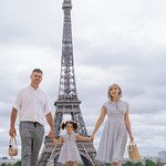 Family pictures at the Eiffel Tower. Paris family photographer | family in paris | paris family photography | Paris photographer | paris family | paris photography | paris family photography eiffel tower | paris family photography ideas. #familyinparis #parisfamilypictures #parisfamilyphotos #parsianphotographer #bestparsianphotographer #parisphotographer #photosessioninparis #parisphotosession #parisphotoshoot Paris Photography, Photography Ideas, Eiffel Tower Location, Mother Daughter Pictures, Romantic Photos, Paris Paris, Family Photo Sessions, Paris Photos, Most Beautiful Cities