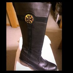 Tory Burch Alaina Pebbled leather riding boots Size 6-6.5. Preloved. Leather wearing. No rips or tearing. Tory Burch Shoes