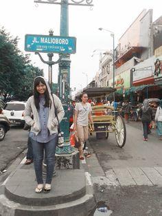 Depan jalan malioboro meenn ! =))