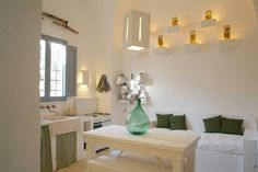 Vacation in Puglia? Cielo di Puglia offers authentic Trulli in the Itria Valley, exclusive holiday homes not far from the sea, and exceptional apartments in historic towns. Italian Farmhouse, Village Houses, Design Trends, Beach House, Sweet Home, Hotels, Indoor, House Styles, Interior