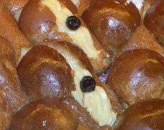 Una ricetta di Iginio Massari di una Crema pasticcera perfetta per decorare torte e babà. E tutti i pasticcini che volete.