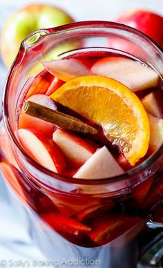 Honeycrisp Apple Sangria Recipe - this is full of autumn flavor! Click through for recipe.