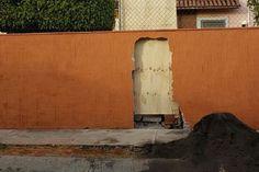 Sin licencia de construcción ni autorización, la propietaria del número 44 en la calle Insurgente Oaxaqueño rompió los sellos de clausura que le pusieron autoridades municipales y ha continuado una ...
