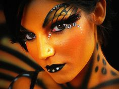 Woman painting butterfly | 40 Perfect Body Painting on Female Persons - SloDive