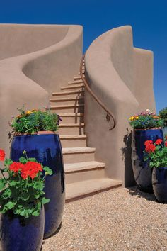 This gorgeous New Mexico home adds more than just elegance to its neighborhood—it also supplies renewable solar power to the neighbors. Natural Building, Green Building, Adobe Haus, Earthship Home, Mud House, New Mexico Homes, Southwestern Home, Santa Fe Style, Spanish Style Homes