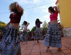 Enjoy Bollywood Dancing   Padhaaro