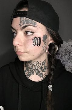 Tattoo Girls, I Tattoo, Girl Tattoos, Tattoos For Women, Piercings For Girls, Face Tattoos, Illustration Fashion, Stretched Ears, Gauges