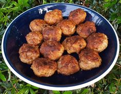 Hungarian meatballs (fasírt or fasírozott) are very popular in Hungary, loved by both kids and adults. They are eaten with all kinds of vegetable pottage Meatball Recipes, Sausage Recipes, Apple Recipes, Veggie Recipes, Cooking Recipes, Healthy Recipes, Veggie Food, Cooking Tips, Holiday Recipes