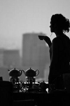 Smutne, pochmurne dni to idealny czas na filiżankę mocnej herbaty. Sprawdź na http://www.big-active.pl/