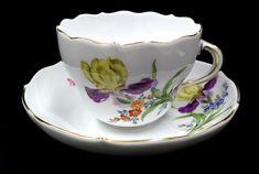 ユーロクラシクス|マイセン ベーシックフラワー 一つ花 二つ花 三つ花 四つ花 五つ花 Dresden Porcelain, China Porcelain, Tea Cup Saucer, Tea Cups, Chocolate Cups, Tea Time, Hand Painted, Mugs, Tableware