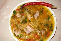 Ciorba de varza acra cu ciolan Romanian Food, Romanian Recipes, Cooking Recipes, Easy Recipes, Cheeseburger Chowder, Curry, Good Food, Easy Meals, Food And Drink