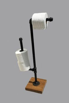 industrial toilet paper holderstand made from unfinished iron pipe fittings with a natural gunmetal color you can chose 3 different colors for the metal - Diy Toilettenpapierhalter Stand