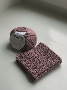 Sunday Sweater strikket i økologisk uldgarn - Ecoknitting Knitted Washcloths, Knit Dishcloth, Knitted Hats, Crochet Clutch, Knit Or Crochet, Yarn Projects, Crochet Projects, Yarn Crafts, Diy And Crafts